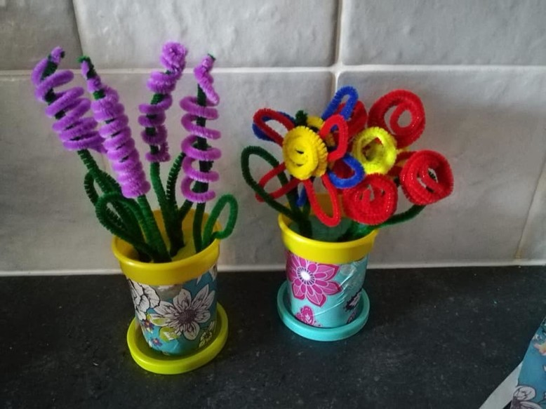 Beautiful flowers from recycled Play-Doh pots