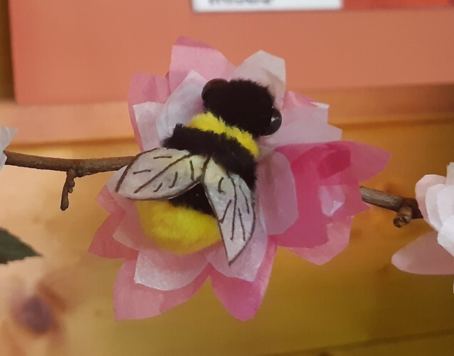 World Bee Day  -  How To Create A Decorative Floral Table Display With Bees