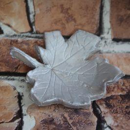 Make it Monday | Let's make a Leaf Print Clay Dish