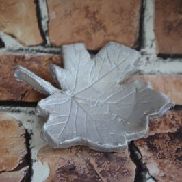 Make it Monday | Let's make a Leaf Print Clay Dish