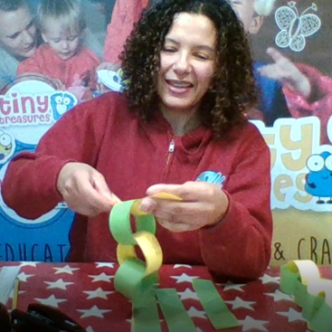 Today's 2 min challenge, make a snake with some household crafts